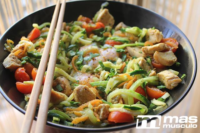11--Noodles-de-calabacin-con-pollo